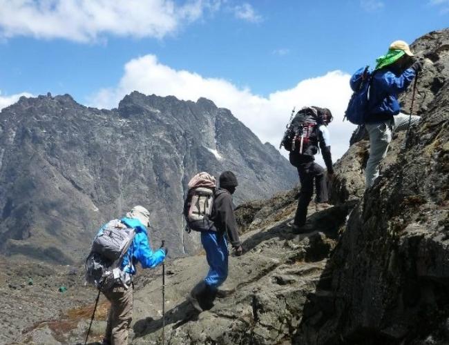 Rwenzori-Mountain-Hiking-Uganda-Tour-9-Days_600x450